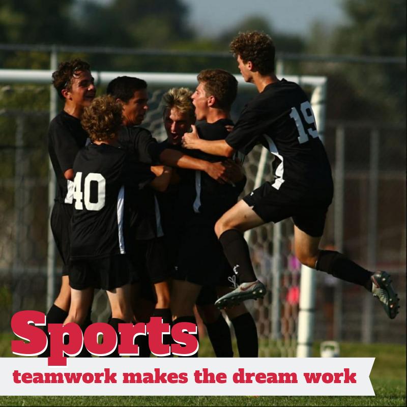 alumnos jugando al soccer en high school de Estados Unidos