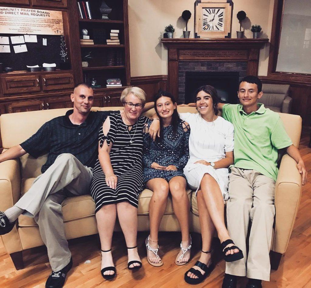 Carla con su host family