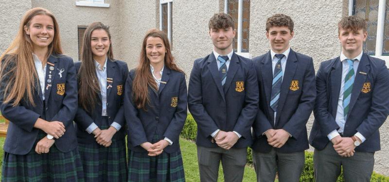 grupo de estudiantes en colegio irlandés