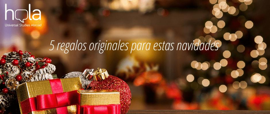 imagen con regalos y ambiente navideño