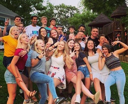 Estudiantes en el extranjero con programas de verano en familia