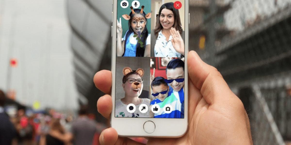 imagen de una videollamada en familia, idea para hacer en casa